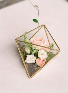 Mini floral terrarium wedding centerpiece / http://www.himisspuff.com/geometric-terrarium-wedding-ideas/4/