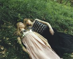 Inka and Neele Hoeper photographed by Osamu Yokonami for So-En Magazine July Photography Storytelling, Green Fields, Prom Dresses, Formal Dresses, Love Is All, Fashion Photo, The Dreamers, Girly, Costumes