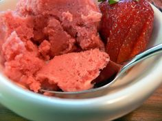 Strawberry Sorbet: How to Prepare it with Thermomix with lemon Thermomix Recipes Healthy, Thermomix Desserts, Paleo Recipes Easy, Köstliche Desserts, Healthy Desserts, My Recipes, Delicious Desserts, Cooking Recipes, Yummy Food