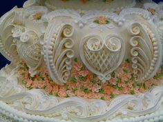 amazingly intricate cake (second tier detail) -   amazingly intricate cake (second tier detail) - by Maria Webster