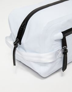From the Herschel Supply Studio Collection, the Chapter toiletry bag is updated with water-resistant industrial grade tarpaulin. Features a nylon seatbelt webbing side handle, waterproof zippers, smooth leather zipper pulls and a screen printed ID logo. Backpack Bags, Camera Backpack, Travel Backpack, Designer Backpacks, Toiletry Bag, Small Bags, Bag Storage, Bag Making, Fashion Bags