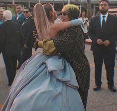 ariana grande billie eilish hug grammy's Billie Eilish, Grandes Photos, Ariana Grande Fotos, Ariana Grande Grammys, Ariana Grande Baby, Ariana Geande, Ariana Grande Wallpaper, Celebs, Celebrities