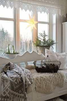 Below are the Scandinavian Winter Decoration Ideas. This article about Scandinavian Winter Decoration Ideas was posted under the category by our team at May 2019 at pm. Hope you enjoy it and don't forget to share this post. Rustic Winter Decor, Winter Home Decor, Winter House, Cottage Shabby Chic, Shabby Chic Decor, Vibeke Design, Christmas Decorations, Holiday Decor, Scandinavian Home