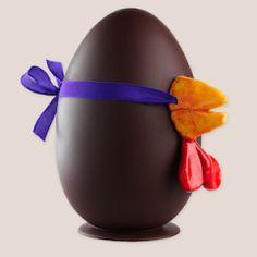 Pour Pâques nous vous recommandons notre chocolatier voisin préféré, Jean-Paul Hévin, 3 rue Vavin 75006 PARIS For Easter we recommend our favorite chocolatier neighbor, 3 rue Vavin 75006 PARIS #pâques #easter #chocolatier  Bête oeuf : Oeuf en chocolat noir 68% garni de fritures et chocolats fourrés de Pâques Noir et Lait. Le décor est au choix : nez de poule, de canard ou de lapin.