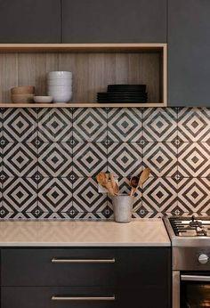 Lindos azulejos preto e branco para cozinha escura