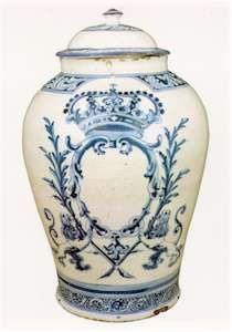 CVC. Patrimonio Nacional. Porcelana y cerámica española. Tibor Nº 22.