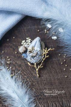 "Купить Брошь ""Зимние узоры"" в интернет магазине на Ярмарке Мастеров #handmadejewelry Embroidery On Clothes, Embroidery Jewelry, Beaded Embroidery, Brooches Handmade, Handmade Jewelry, Fabric Flowers, Crochet Flowers, Fabric Brooch, Couture Embroidery"