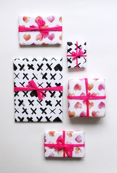 free download Valentine's Day Wrapping Paper, www.babasouk.ca