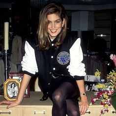 @cindycrawford la icónica estrella de la pasarela de los ochenta una de las más bellas de todos los tiempos y musa de más de un modisto cumple hoy 52 inviernos. Para celebrarlo en ELLE.es repasamos su vida a través de sus imágenes más icónicas. #cindycrawford #happybirthday via ELLE SPAIN MAGAZINE official Instagram - #Beauty and #Fashion Inspiration - Beautiful #Dresses and #Shoes - Celebrities and Pop Culture - Latest Sales and Style News - Designer Handbags and Accessories - International…
