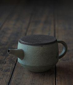 Teapot Artist: Takeshi Omura