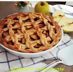 Apple Pie,delizioso dolce tipico americano,realizzato con base frolla senza uova e ripieno di mele..tante mele al profumo di limone e cannella.