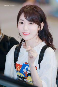Sakura Miyawaki, Best Kpop, Japanese Girl Group, Kim Min, 3 In One, The Wiz, Girl Crushes, Cherry Blossom, Kpop Girls