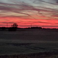 What a beautiful sunset! This is just one reason that we love living where we do. Our house may not be perfect but wow we have some perfect views!  #sunset #sunset_hub #wow #view #beautiful #nature #country #countryside #northlincolnshire #england #homesweethome #nofilter #nofilterneeded