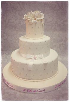 Wedding cake con cioccolato e vaniglia , copertura in pasta di zucchero , prezzo a partire da euro 290 torte a tre piani