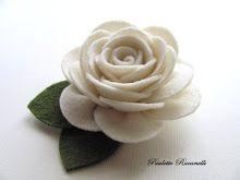 Felt pin by BeeDeeBabee Felt Roses, Felt Flowers, Diy Flowers, Fabric Flowers, Embroidered Roses, Felt Brooch, Felt Patterns, Button Flowers, Felt Art