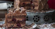 Νηστίσιμη τούρτα black forest από τον Άκη. Η καλύτερη τούρτα black forest ακόμα και μετά τη νηστεία. Μαστιχωτό παντεσπάνι, σοκολατένιο γλάσο και μαρμελάδα βύσσινο