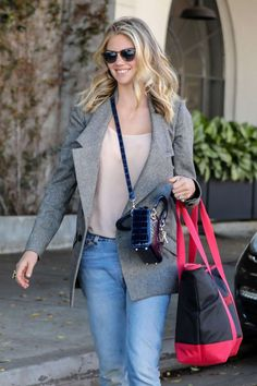 Kate Upton in Jeans Leaving a Hair Salon