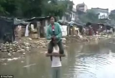TV reporter Narayan Pargaien has come under fire for filming a report from a disaster region while sitting on the shoulders of a victim of the floods in India