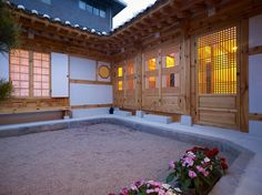 New Hanok House designed by Doojin Hwang Architects - Gahoe dong