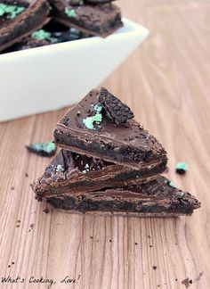 Everyone loves the perfect pairing of chocolate and mint! Try making this Mint Cookie Truffle Bark for your holiday cookie tray.