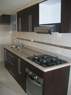 Browse photos of Small kitchen designs. Discover inspiration for your Small kitchen remodel or upgrade with ideas for organization, layout and decor. Kitchen Room Design, Best Kitchen Designs, Modern Kitchen Design, Kitchen Layout, Interior Design Kitchen, Kitchen Decor, Kitchen Ideas, Space Kitchen, Modern Kitchen Cabinets