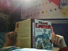 #cosastoleggendooggi  Frank Einstein e il motore antimateria Sciezka Biggs  È il primo libro in cui ci troviamo di fronte ad una prolessi, che consiste nell'evocazione di un  evento successivo al tempo della storia in cui ci si trova (in lingua inglese  flashforward). Immaginavo non riuscisse a comprendere la cosa e quindi ho iniziato a leggere io per spiegargli cosa stesse succedendo. Sembra simpatico e anche scritto bene!