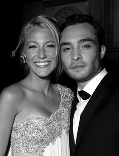 Blake Lively and Ed Westwick / Serena van der Woodsen and Chuck Bass / Gossip Girl xoxo Mode Gossip Girl, Gossip Girl Fashion, Look Fashion, Gossip Girls, Blake Lively, Vanessa Abrams, Dan Humphrey, Nate Archibald, Perfect People