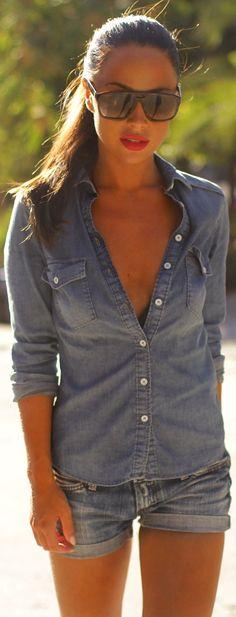 LAS CAMISAS DE MEZCLILLA INDISPENSABLE EN TU ARMARIO Hola Chicas!! Uno de los gran aliados y que siempre debes de tener en tu armario es una camisa de mezclilla (denim), es super versátil la podrás usar con todo para usa salida casual una sea con faldas, encima de vestidos largos, shorts, jeans, pantalones, capris ademas que sirve para llevarla por si refresca la tarde te ira muy bien y vas a encontrarla en todas las tiendas, a mi en lo personal me gustan las que tienen un estilo mas…