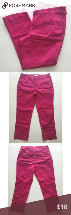 "Fuchsia Capri Pants Dark pink ""Raspberry Punch"" color • 4 pockets • some fading but no stains/holes • when laying flat: waist 15"", rise 9.25"", inseam 22.25"" • Accepting reasonable offers! Old Navy Pants Capris"