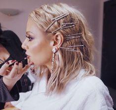 Stunning bobby pins on light brown hair - hair accessories - Hair Barrettes, Hair Clips, Hair Inspo, Hair Inspiration, Bobby Pin Hairstyles, Fashion Hairstyles, Model Hairstyles, Chic Hairstyles, Hairstyles 2016