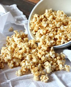 Salted Caramel Popcorn - this will be a favorite at our house, I know. |www.cookiesandcups.com