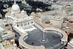 Colonnade and piazza of Saint Peter's Basilica, Rome, Italy - Designed by Gian Lorenzo Bernini. Le Vatican, World's Most Beautiful, Beautiful Places, Amazing Places, Basilica San Pedro, Saint Peter Basilica, Voyage Rome, Saint Peter Square, St Peters Basilica