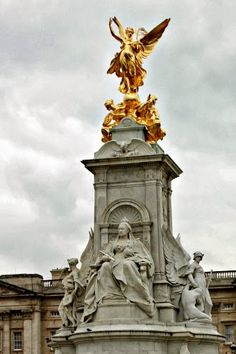 Queen Victoria statue - Buckingham Palace  - London, England