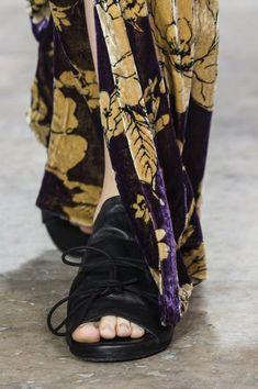 Uma Wang at Paris Fashion Week Spring 2018 - Details Runway Photos
