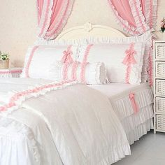 Uploaded by ℓυηα мι αηgєℓ ♡. Find images and videos about pink and bed on We Heart It - the app to get lost in what you love. Pink Bedrooms, Shabby Chic Bedrooms, Girls Bedroom, Bedroom Decor, King Bedding Sets, Comforter Sets, White Queen Bed, Bed Cover Design, Camas King