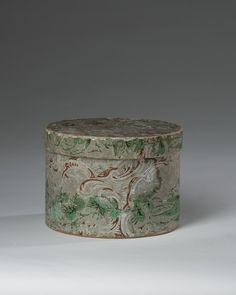 Wallpaper covered box, 1820