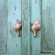 Love the shell knobs on these beautiful turquoise doors.