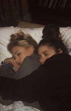 Foto Best Friend, Best Friend Fotos, Best Friend Couples, Photos Bff, Friend Photos, Cute Lesbian Couples, Cute Couples Goals, Couple Goals, Lesbian Love
