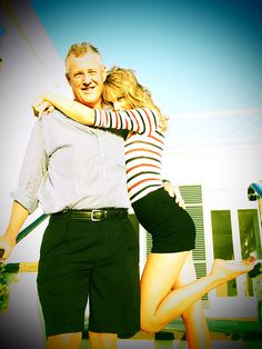 Taylor and her dad ❤⭐ Taylor Swift - Blank Space! 1.2 МИЛЛИАРДА ПРОСМОТРОВ ЗА 11 МЕСЯЦЕВ!!! СКОРО ТУТ БУДУТ ВСЕ КТО ИЩЕТ ЗАРАБОТОК БЕЗ ВЛОЖЕНИЙ. НО ПЕРВЫЕ ЗАРАБОТАЮТ НА ПОРЯДОК БОЛЬШЕ! Посмотрите видео https://youtu.be/WIxyaLzUtNs