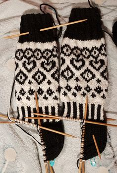 Marimekko, Mittens, Gloves, Socks, Knitting, Inspiration, Cookies, Craft, Fashion