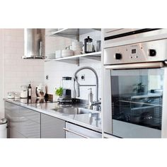 Though small, kitchen are required to have a stove, cooker hood, sink, trash cans, as well as storage shelves. What else? #interior #interiordesign #desaininterior #kitchen #kitchendesign #desaindapur #dapur #interiordapur #kitcheninterior #narrowkitchen