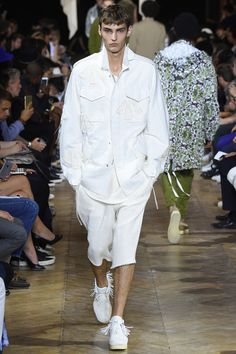 84423c85c6d1 Лучших изображений доски «Total white»  55   Denim shoes, Fashion ...