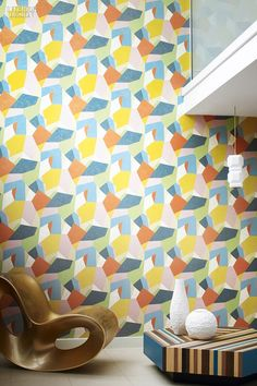 Super Graphics: 96 Off-the-Wall Fabrics and Wallcoverings