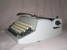 Mechanische Schreibmaschine Triumph Gabriele von nostalgiehauscom