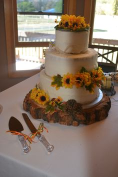 Country Wedding Cake with Wood Base