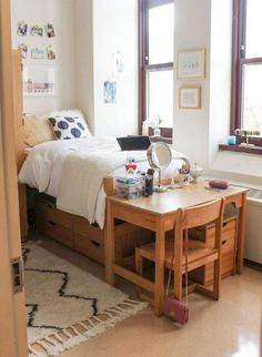 Decorating your college dorm room can present some challenges. College dorm room ideas are limited by a few restrictions like … College Bedroom Decor, College Dorm Rooms, College House, Low Cost, Small Apartment Bedrooms, Cheap Apartment, Small Apartments, Small Spaces, Dorm Room Designs