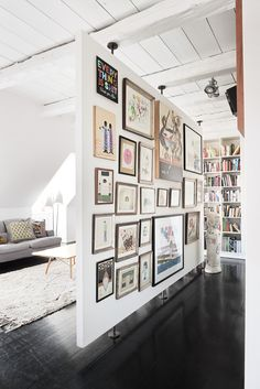 Grant & Mark Transform a Neglected House House Tour floating wall + gallery 15 Homey Rustic Living Room Designs Modern Home Design Free Standing Wall, Divider Design, Floating Wall, Deco Design, Design Design, Loft Design, Design Hotel, Modern Design, Graphic Design