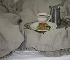 "Breakfast in bed - from the ""Koti kaupungin laidalla""-blog"