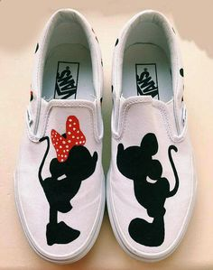 Nice Vans Shoes Mickey and Minnie Mouse Silhouette Hand Painted Shoes. Disney Vans, Disney Shoes, Disney Outfits, Disney Clothes, Painted Sneakers, Hand Painted Shoes, Disney Painted Shoes, Painted Vans, Vans Pintados