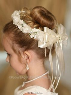 Bloemenmeisje hoofd krans kroon in keuze van kleur - Bloemenmeisje accessoires . Flower Girl Hairstyles, Crown Hairstyles, Wedding Hairstyles, Girls Hair Accessories, Bridal Accessories, Peinado Updo, Communion Hairstyles, First Communion Veils, Floral Hair